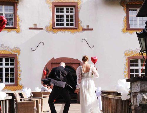 Hochzeitseinladung mit Wappen und Siegel